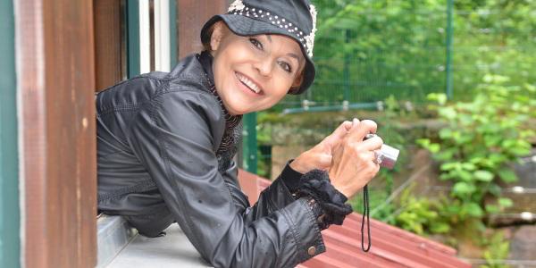 Fototag im Bärenpark: Auch Lolita Morena – Exfrau von Lothar Matthäus – hat die besondere Fotokulisse im Bärenpark schon genutzt. Foto: Ralf Bürglin / STIFTUNG für BÄREN